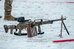 Airsoft Guns, Weapons Guns, Guns And Ammo, Light Machine Gun, Machine Guns, Special Forces Gear, Guns Dont Kill People, Submachine Gun, Weapon Concept Art