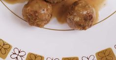 A classic Swedish meatball recipe, served in a creamy gravy. Classic Swedish Meatball Recipe, Swedish Meatball Recipes, Ricardo Recipe, Beef Broth, Everyday Food, Gravy, Beef Recipes, Dinner, Vegetables