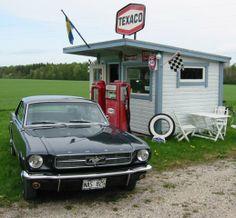 What a great scene. 66 Mustang, Vintage Mustang, Classic Mustang, Texaco, Love Car, Corvette, Vintage Cars, Mustangs, Garage