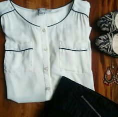 F21 | Vintage Style long sleeves shirt Versatile forever 21 contrast trim shirt with front pockets. Long sleeves. Thanks for visit my closet!    ▶Condition: Very little use, looks like new.    ▶No trades    ▶Ask any questions :) Forever 21 Tops Button Down Shirts