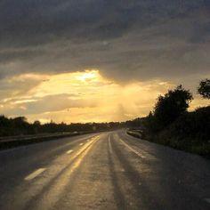 Ήλιος βροχή ανα μισή ώρα ο καθένας
