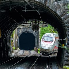 View tunnel Precassino-Maggiagra in the Monte-Ceneri linie. Rail Transport, Public Transport, Locomotive, Le Tunnel, Italy Train, Swiss Railways, Ho Scale Trains, Electric Train, Direction