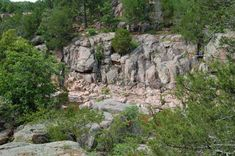 Castor River Shut Ins POINTS OF INTEREST: See Missouri's only known pink granite shut-ins. Enjoy the scenery of pinkish granite rocks and rushing, cascading water of the Castor River. Downstream of the shut-ins try your hand at wade and bank fishing.