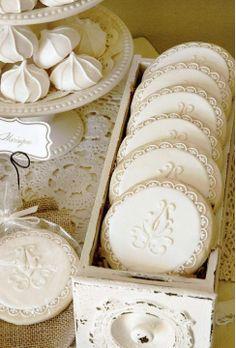 mmmmmmm dolly white tea party! ❤
