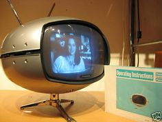 Panasonic Model TR-005 Space Age Television (1969) I want this tv. I know it's old but it would look awesome added to a modern settinf