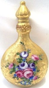 Tendance parfums Limoge France Peint main Perfume bottle Discovred By: fmonneretpascal Antique Perfume Bottles, Vintage Bottles, Carolina Herrera Parfum, Parfum Mademoiselle, Beautiful Perfume, Bottles And Jars, Glass Bottles, Glass Vase, Just For You