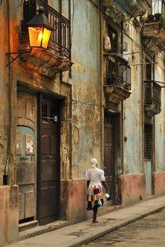 Old Havana street, Cuba Cienfuegos, Havana Cuba, Places Around The World, Around The Worlds, Places To Travel, Places To Go, Cuba Street, Havanna, Vinales