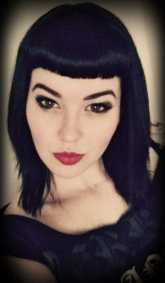 Vintage Hairstyles With Bangs Bettie Bangs Straight Hair - 1950s Hairstyles, Vintage Hairstyles, Hairstyles With Bangs, Straight Hairstyles, Dark Beauty, Cabello Pin Up, Short Straight Haircut, Betty Bangs, Hair Today Gone Tomorrow