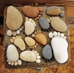 More Easy Garden Projects with Stones! Garden Crafts, Diy Garden Decor, Garden Projects, Garden Art, Garden Decorations, Diy Projects, Garden Ideas, Rock Feet, Mosaic Rocks