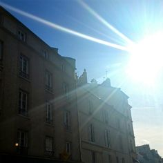 Parigi stamani è un'abbaglio. Luce nel nono arrondissement.  Ph Sara Rania per Parigi da Scoprire #parigidascoprire Parigi#wowshot #city_explore #visitparis #photooftheday #pariscityvision #photo #Parisphotos #TopParisPhoto #photos  #exclusivefrance #igersparis #gf_france #parisiloveyou #visitparis #topfrancephoto #passionpassport #parismaville #parisjetaime #tripadvisor #paristourisme #parisweloveyou  #ig_europe #igs_europe  #travelawesome #travelphoto  #巴黎 #Париж #باريس