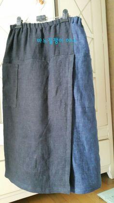 그제 천연염색 조끼를 소개해드렸는데요~^^ 오늘은 치마바지입니다~ㅎㅎㅎ 앞모습~♡ 치마 앞단 조각잇기 ... Vintage Apron Pattern, Aprons Vintage, Simple Dresses, Cute Dresses, Japanese Sewing Patterns, Sewing Pants, Apron Dress, Linen Tunic, Abaya Fashion