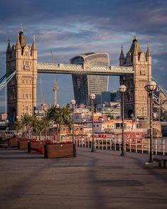 Tower Bridge, Southwark. London.-