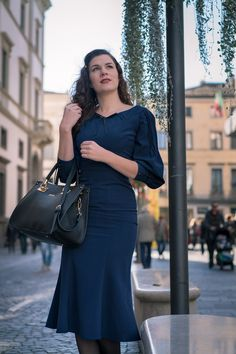 Vintage blogger RetroCat wearing a blue 30s inspired retro dress by Stop Staring.