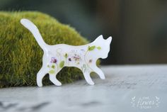 Resin brooch with real fllowers. White cat. Little floral kitten with pink Spirea. Botanical jewellery. Gift for her. Flower cat by OneFlowerStory on Etsy
