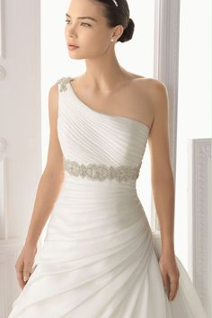 2014 One Shoulder Pleated Bodice A Line Wedding Dress With Ruffled Organza Skirt Beaded
