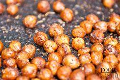 Gezonde borrelnootjes! Lager in calorieën dan normale borrelsnacks en gezonder! Lekker pittig en licht knapperig maar zacht van binnen. De perfecte snack voor op de bank voor de tv. Maar ook heerlijk als glutenvrije en notenvrije vervanging voor croutons. Zo maak je ze! Je hebt nodig: Een pot/blik kikkererwten cayennepeper, paprikapoeder, zout en rozemarijn olijfolie…