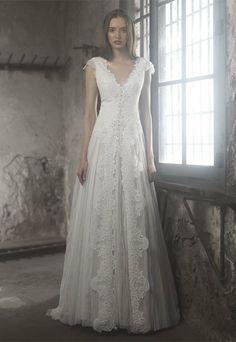 Ir de Bundó. Vestido de noiva em tule de seda e rebrodé.