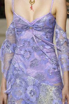Peter Pilotto at London Fashion Week Spring 2018 - Details Runway Photos Look Fashion, High Fashion, Fashion Show, Fashion Design, Pretty Outfits, Pretty Dresses, Beautiful Dresses, Elegant Dresses, Couture Fashion