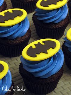 Great looking Batman cupcakes. http://www.thecupcakeblog.com/tag/batman/