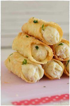 Canelones crujientes de brandada de bacalao Tapas Recipes, Seafood Recipes, Great Recipes, Food Humor, Sweet And Salty, Food To Make, Good Food, Food And Drink, Tasty