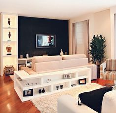 Parete tv, cartongesso, illuminazione faretti, mobile giro divano, colori parete