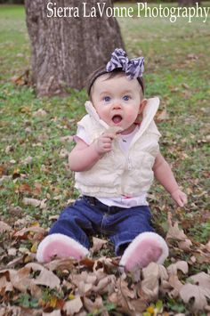 baby photography - love the baby in the leaves