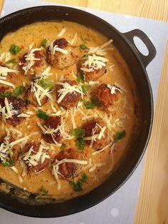 Klopsiki w sosie serowym / Meatballs in Cheese Sauce Cheese Sauce, Cheddar, Thai Red Curry, Ethnic Recipes, Food, Cheddar Cheese, Essen, Meals, Yemek