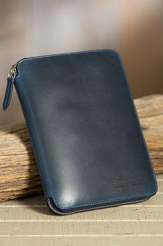 Coronado Metropolitan iPad Mini Leather Folio   Overland Sheepskin Gifts For Techies, Tech Gifts, Technology Gadgets, Ipad Mini, Zip Around Wallet, Purses, Leather, Bags, Graphics
