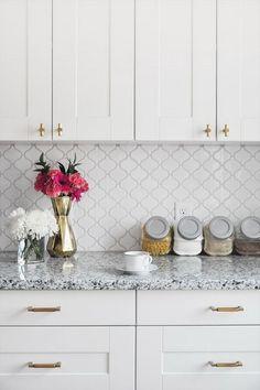 Kitchen Tile Countertops Diy Backsplash Ideas 23 Ideas For 2019 White Kitchen Backsplash, White Kitchen Cabinets, Kitchen Cabinet Design, Kitchen Redo, Kitchen Tiles, Kitchen Countertops, Brass Kitchen, Backsplash Tile, Backsplash Arabesque