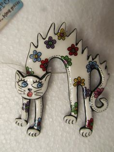 LOUP GAROU JEWELLERY DESIGNER ENAMEL GRR! CAT WHITE FLORAL BROOCH PIN 5.5 x 7.0 cm Approx. £45
