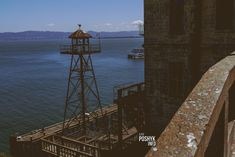 Алькатрас - тюрьма в Калифорнии, расположенная на одноименном острове в заливе Сан-Франциско. Самая известная тюрьма США, Калифорния. Правила пребывания, суровые наказания за нарушение порядка. Знаменитый побег из Алькатраса. Как выглядит тюрьма Алькатрас сегодня, фото и видео на poshyk.info