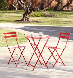 Fermob Bistro Chair Set Poppy Red - Set of 2 Fire Pit Furniture, Patio Furniture Sets, Recycled Furniture, Furniture Ideas, Pallet Furniture, Patio Dining, Outdoor Dining, Outdoor Decor, Recycler Diy