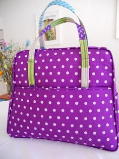 Weekender Travel Bag från Amy Butler. Find pattern elsewhere, this links to a swedish sew along.