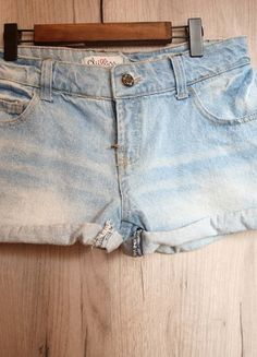 Kupuj mé předměty na #vinted http://www.vinted.cz/damske-obleceni/dzinove-sortky/14283851-svetle-modre-melirovane-dzinove-riflove-kratasy-chillin-s