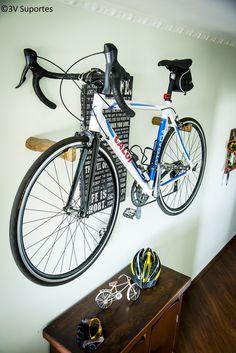 7242f3885 Suporte de parede para bicicleta MTB URBAN ou similares. Produto artesanal  feito em tora