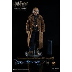 This is a Harry Potter Order Of The Phoenix Mad-Eye Moody 1/6 Scale Action Figure that is produced by the good folks over at Star Ace Toys. This is definitively a high-end collectible figure. Star Ace