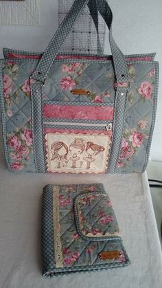 Patchwork Bags And Purses Ideas Quilted Tote Bags, Fabric Tote Bags, Fabric Wallet, Fabric Purses, Patchwork Bags, Quilted Purse Patterns, Bag Patterns To Sew, Sewing Patterns, Bag Quilt