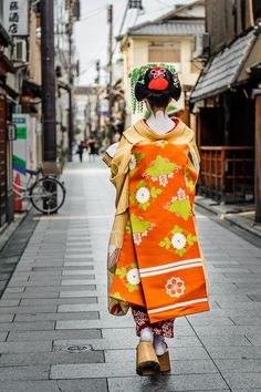 Kimono, Obi, Kyoto, Japan- crazy to think I've been here! Geisha Japan, Japanese Geisha, Japanese Beauty, Japanese Kimono, Asian Beauty, Kyoto Japan, Memoirs Of A Geisha, Modern Pictures, We Are The World
