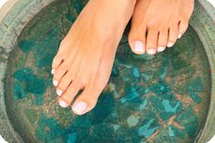 Mix 1/2 cup of Listerine, 1/2 cup of Vinegar and 1 cup of warm/hot water and let your feet soak for 30 minutes. Towel dry and you'll see the skin come right off. Result: while my skin did not 'come right off' with a bit of scrubbing with a pumice stone, my heels and feet looked great. Tip - don't use blue listerine.....some people said it stained their feet.