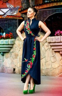 55 Ideas for embroidery dress mexican style Mexican Fashion, Mexican Style, Hijab Fashion, Fashion Outfits, Ethno Style, Latest African Fashion Dresses, Mexican Dresses, Embroidered Clothes, Embroidery Dress