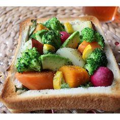 2016/06/27 16:30:57 mami_coharu #まみさん家のぎゅんぎゅんトースト(笑) どうしましょ、めっちゃ美味しいんですけど〜 #食パン#トースト#バルミューダ#朝ごはん#野菜#ブロッコリー#ニンジン#じゃがいも#アボカド#ラディッシュ#かぼちゃ #おしゃパンバルミューダ
