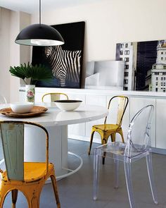 Nice dining area, soecially love the mix of chairs