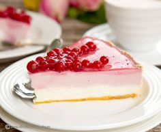 CHEESECAKE CU COCAZE ROSII | Diva in bucatarie Food Cakes, Nutella, Delicious Desserts, Panna Cotta, Cake Recipes, Caramel, Cheesecake, Deserts, Food And Drink