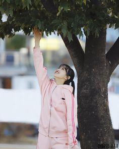 Chuu running girls update with naver Girl Running, Mamamoo, Celebrity Crush, Crushes, Rain Jacket, Windbreaker, Celebrities, Jackets, Fashion