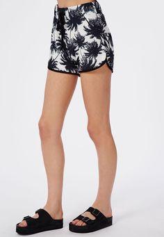 Missguided - Monochrome Palm Print Runner Shorts