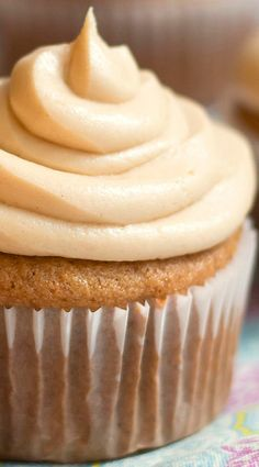 Banana Cupcakes with Peanut Butter Cream Cheese Frosting