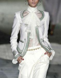 Döbbenet: a Roberto Cavalli a csőd szélén Fashion Blogger Style, Fashion Week, Fashion 2020, Look Fashion, Fashion Details, High Fashion, Womens Fashion, Fashion Design, Runway Fashion