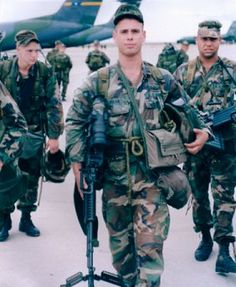 SGT Dominick Pilla 21 Killed on Struecker's convoy. Bronze Star with Valor Device Purple Heart. Mogadishu 1993, Battle Of Mogadishu, Black Hawk Down, Remember The Fallen, Great Thank You, Killed In Action, Green Beret, War Photography, Armed Forces