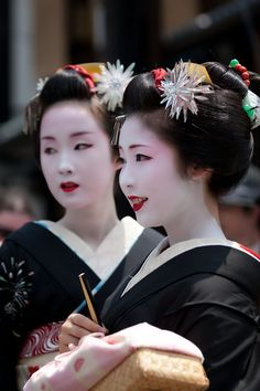 Maiko, Kyouka and Maiko, Mamehana. Kyoto. Japan.