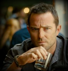 Sullivan Stapleton Is an awesome actor..sexy and Hot too!!